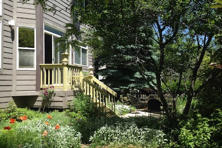 Charming room in North Boulder near open Space - Boulder