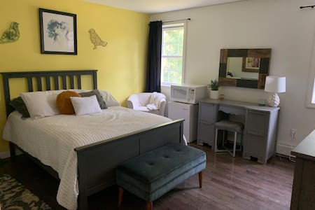 Full size bedroom Rindge Bed & Breakfast
