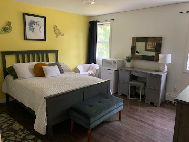 Full size bedroom Rindge Bed & Breakfast