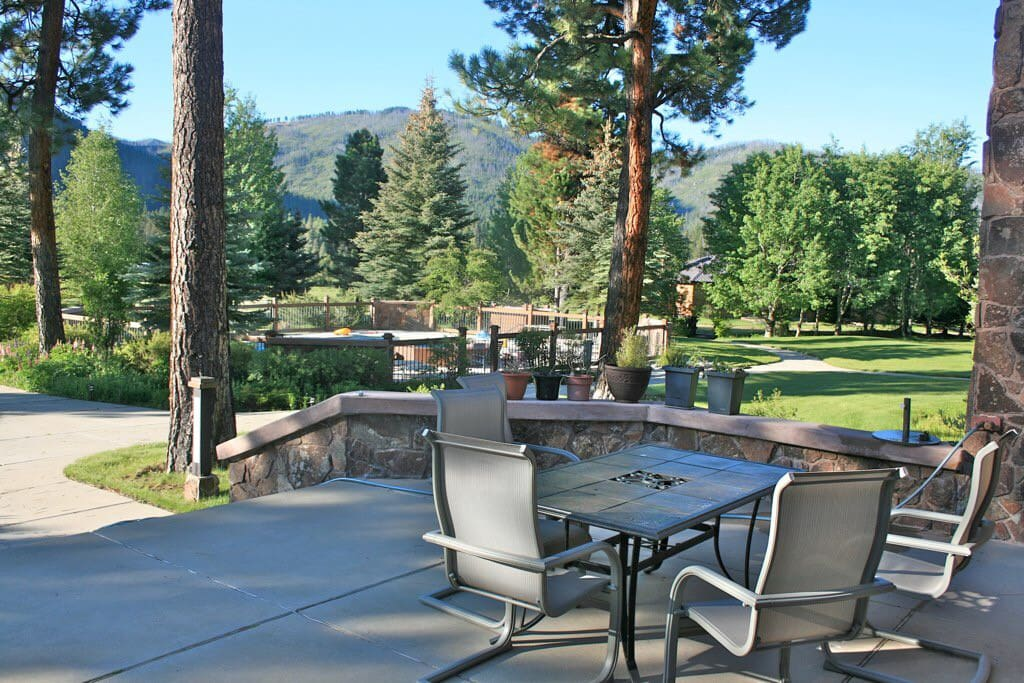 the ultimate lodge cabins for rent in atlanta idaho