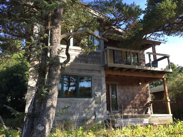 Treehouse: Now Accepting Rentals for May 31st!