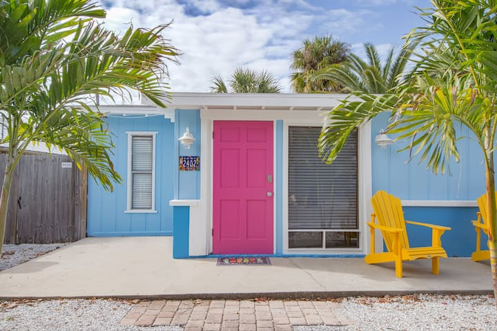 Adorable Beach Cottage #4 a block from Gulf Coast!