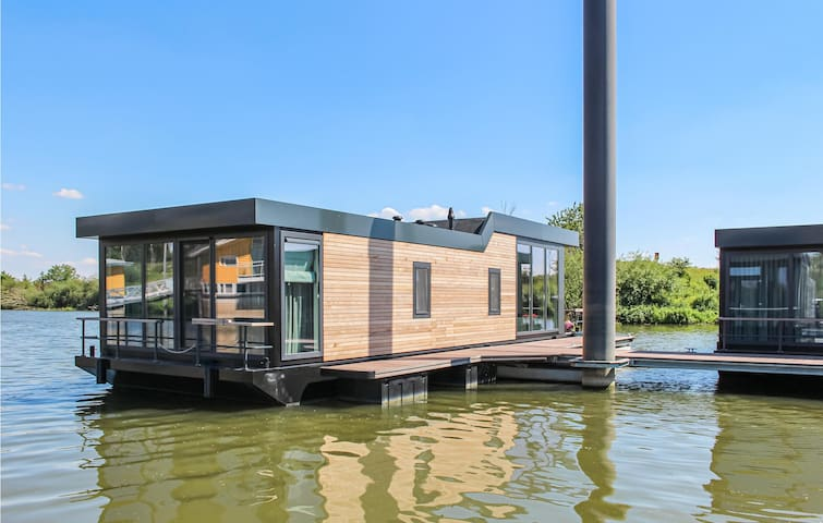 Houseboat with 2 bedrooms on 64m² in Ohé & Laak