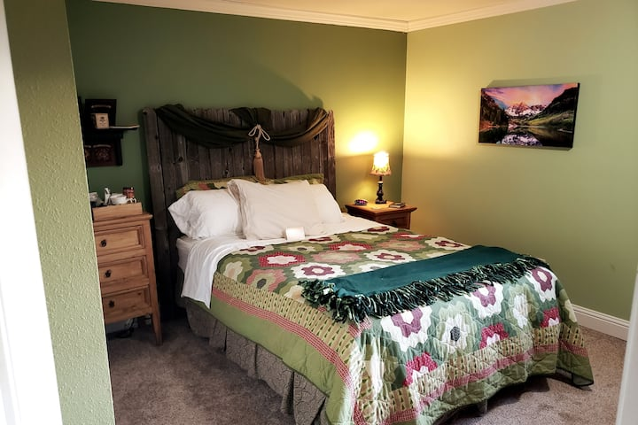 Pikes Peak Room @HomeontheBluffs