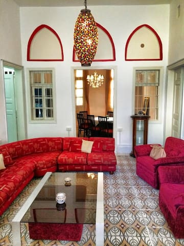 Charm House in heart of Achrafieh, quiet street - Geitawi - Hus