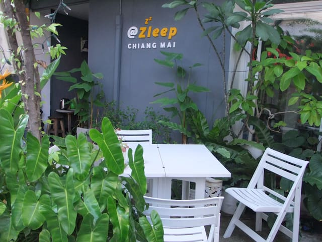 @Zleep Guest House - A Casual Stay