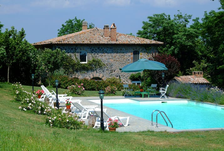 Villa with pool & gardens on Umbria/Tuscany border