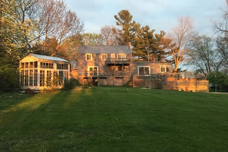 Michigan Lake House Retreat - Benton Harbor - Hus