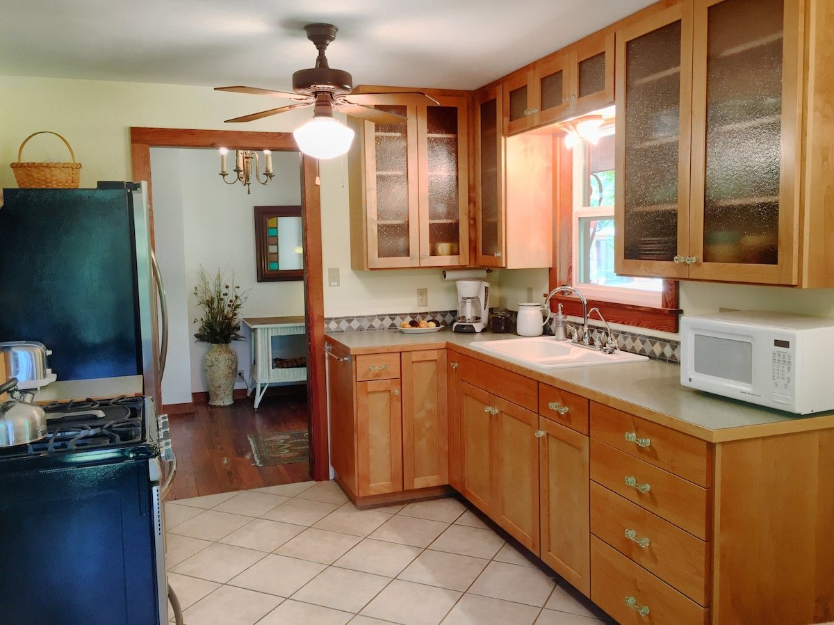 We Love Our New Kitchen Cabinets Hand Made By Our Neighbor Who Is A Master  Wood