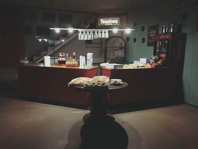 Spazioso loft seminterrato per feste private - Pieve di Soligo - Loteng Studio