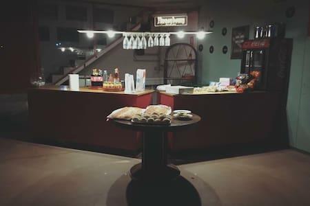 Spazioso loft seminterrato per feste private - Pieve di Soligo - Loft-asunto