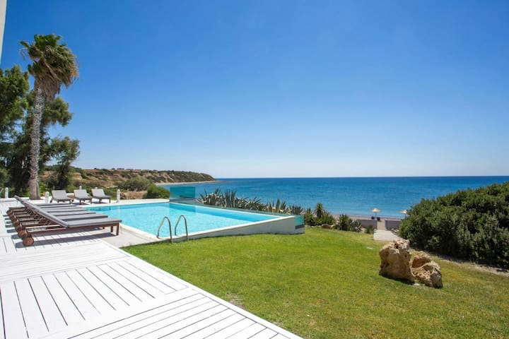 Modern Spacious Villa with Stunning Sea View