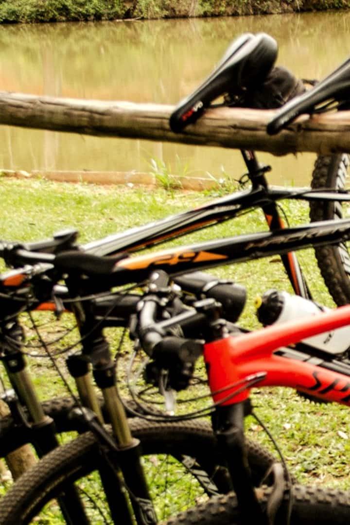 Descanso para as bicicletas e pernas