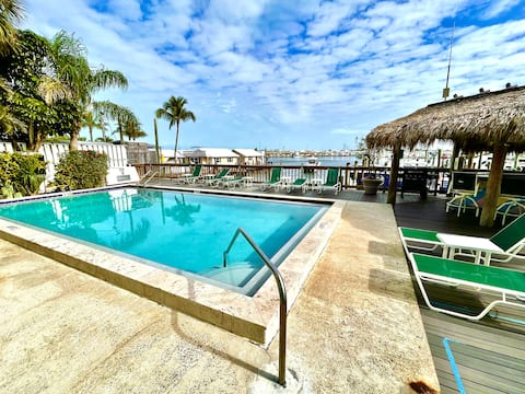 2/2 Old Town Waterfront Condo Pet Friendly