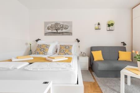 Studio apartment Comodo 4* - City Break in Zagreb