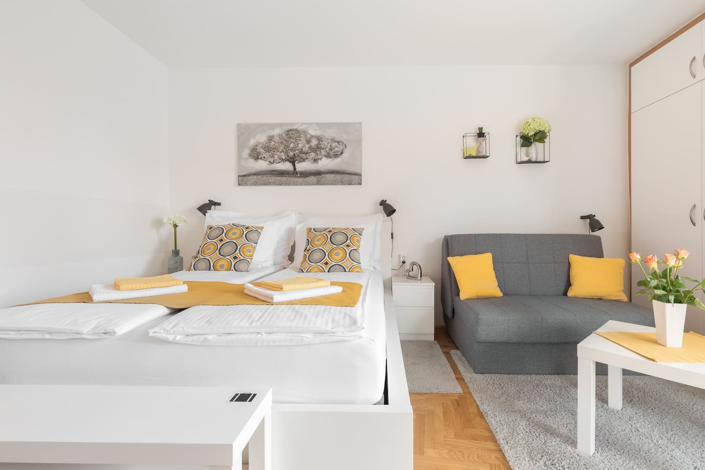 Bright and comfortable 4 stars studio apartment with all amenities for your stay in Zagreb. King size bed 160x200 with 30 cm thick luxury mattress  and sofa bed (120x200 cm)