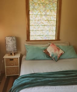 Quiet and Cute Relaxing Queenslander House - Parramatta Park - Casa