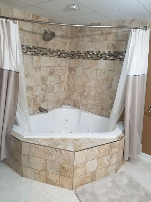 Large whirlpool jacuzzi and shower