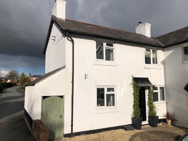 Self contained semi detached cottage, near Pimhill