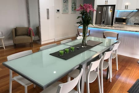 Cosy & Modern stylish 3 bedrooms+ study Townhouse