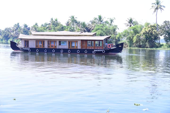 Angel backwaters 3rooms 6pax Alleppey round Deluxe