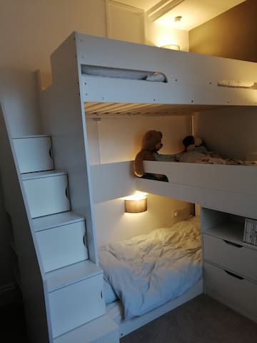 Sturdy steps to top bunk