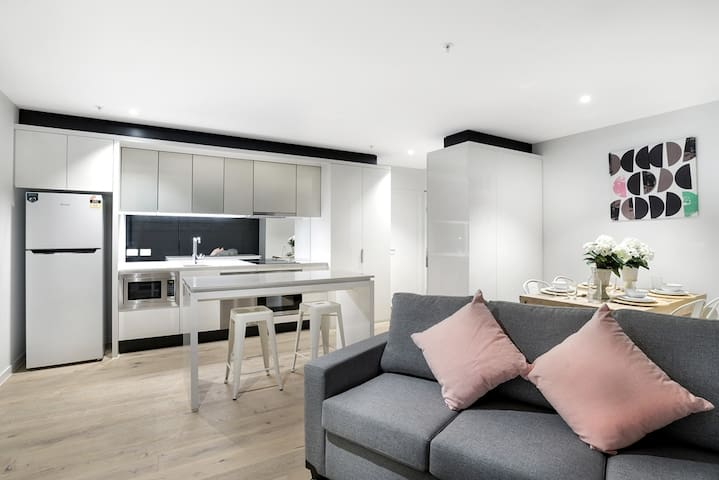 2 Beds 2 Bath City Apt near Southern Cross Station
