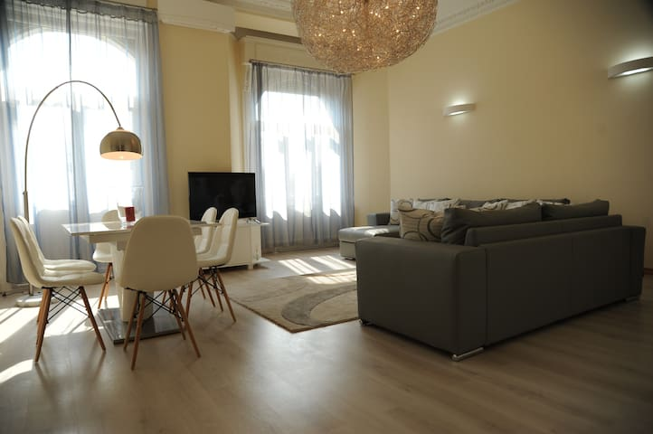 Basilica Lux Apartment with Sauna - Budapest - Pis
