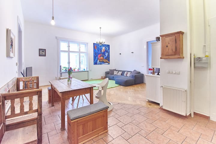 Spacious, bright flat next to the Danube.
