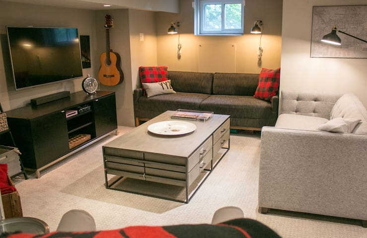 Lovely basement suite in Toronto's West End