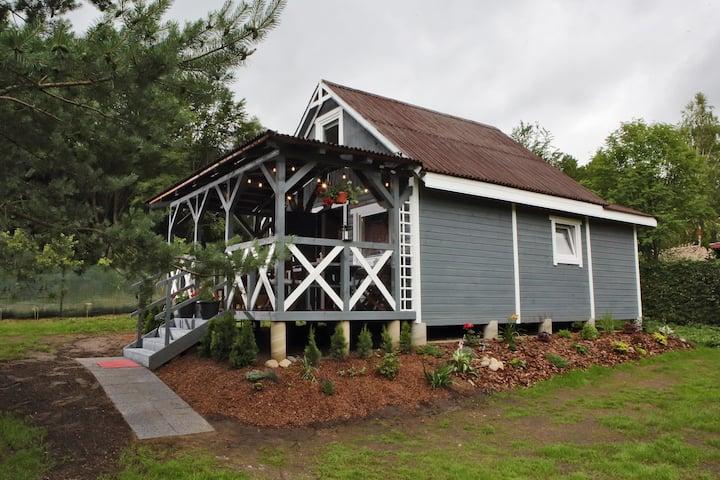 Drewniany domek nad jeziorem w Sitnie Grzyby/ryby