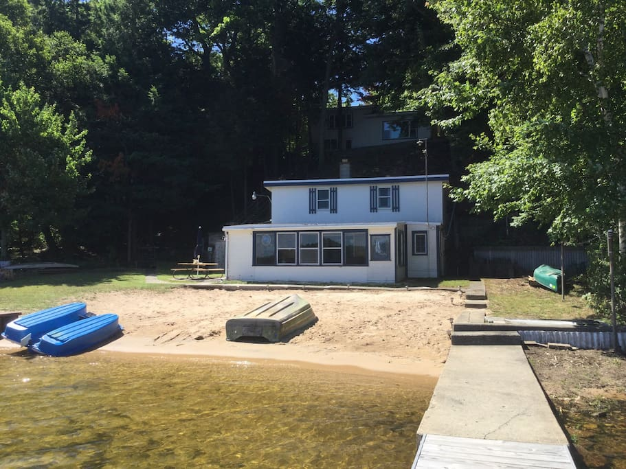 Lakefront cabin on lake cabins for rent in whitehall for Fishing cabins in michigan
