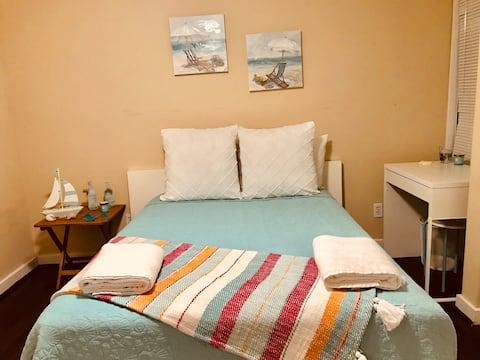 Cozy bedroom just 5 min from  Universal Studios