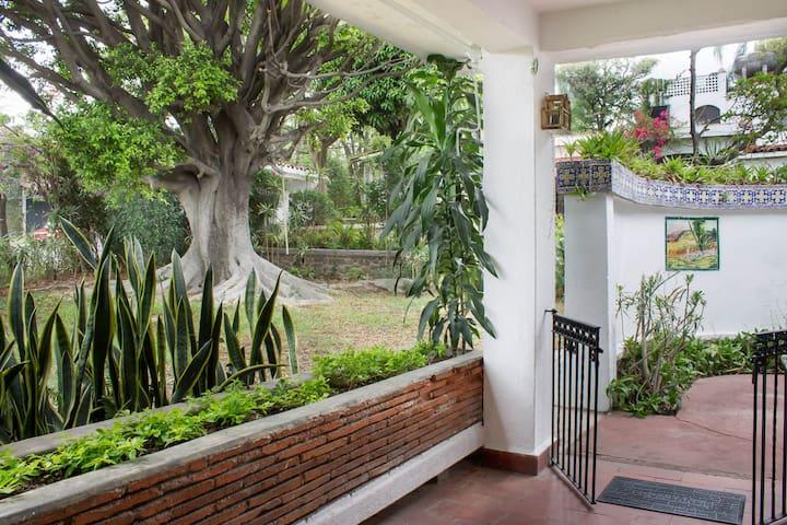 Gorgeous Villa w/ Pool, Gardens & Fab Location
