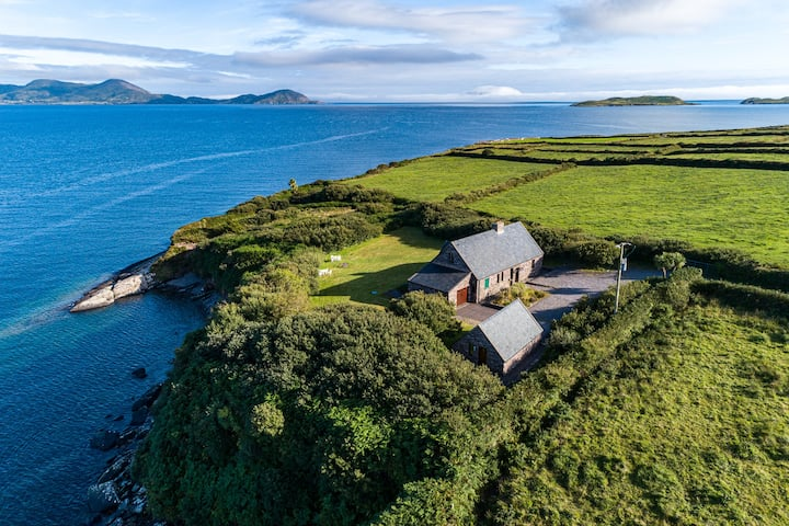 Stunning Cliff Cottage at Ballinskelligs Bay