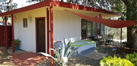 Mid Century Guest House with a Lake View!!