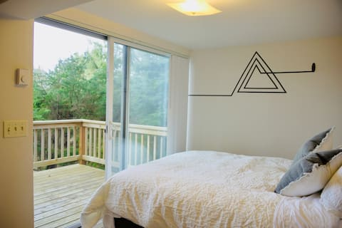 OceanTreeHut (Cannon Beach Monthly Stay w/one pet)