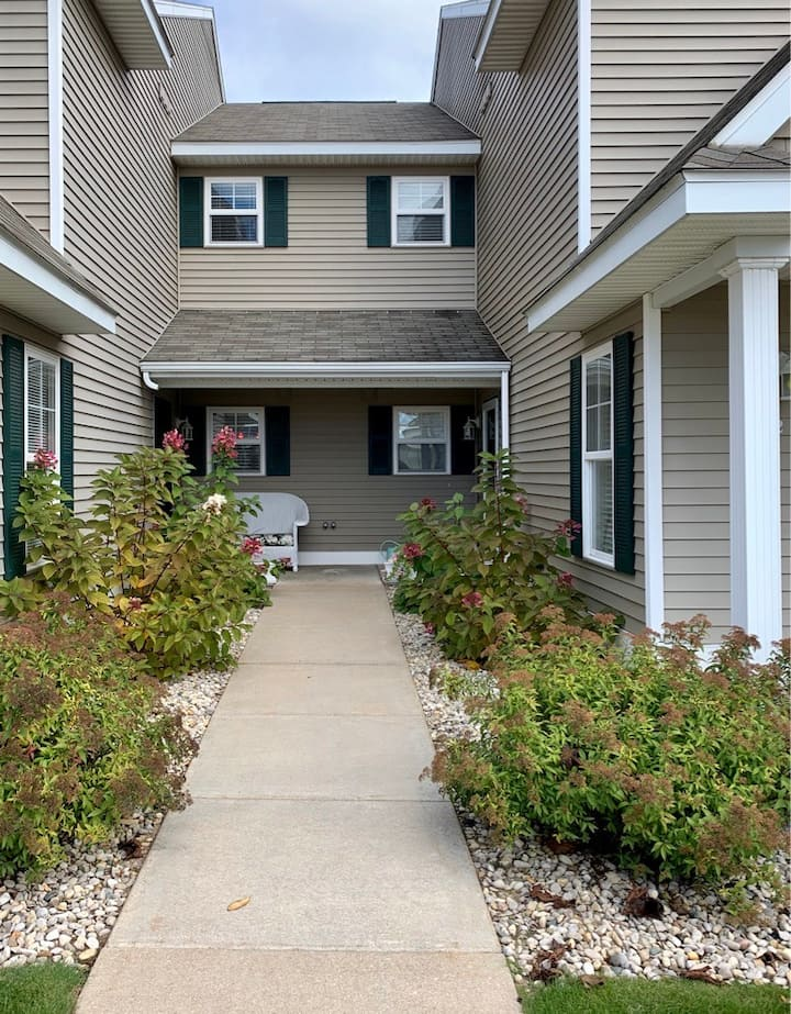 Dog-friendly Condo, 2 blocks from Lake Charlevoix!