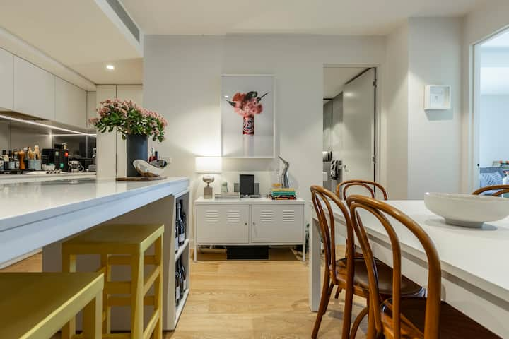 Cool Collingwood Apartment on Smith Street