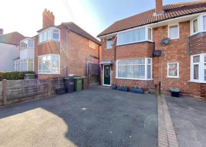 Family house available for short term