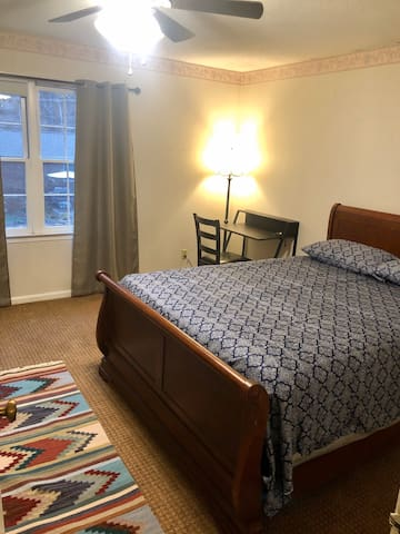 Cozy Master Bedroom with Private Bathroom Near HPU
