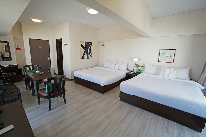 Family Room w/ 2 Queen Beds for 4PPL near BTS Ari