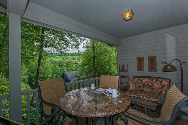 Appalachian # 4 - Chetola Resort 3BR Condo w/ Use of Full Resort Amenities including Heated Indoor Pool and Fitness Center