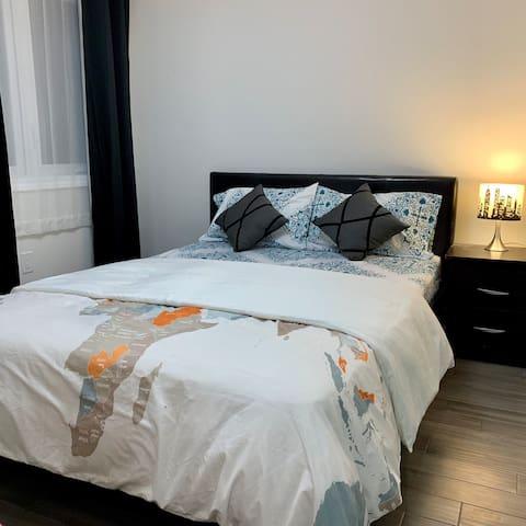 Lovely Cozy Bedroom near Toronto Pearson Airport