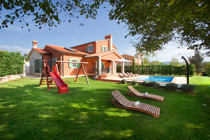 Extremely charming 5 stars villa with pool - Šumber - Villa
