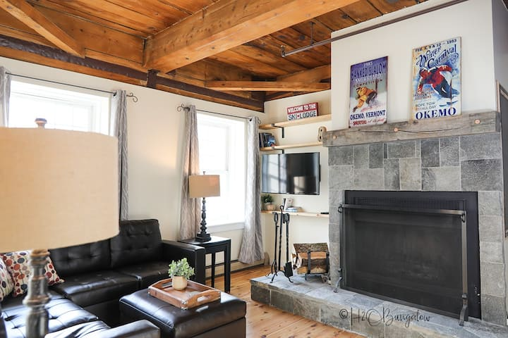 Exceptional Village Condo 2bd 1ba, Ski Shuttle