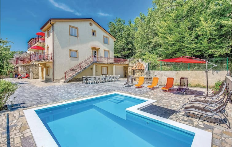 Holiday apartment with 2 bedrooms on 61m² in Grizane