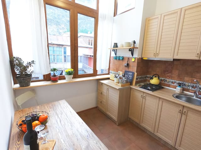 2 Bedroom Apartment in Old Tbilisi, Freedom Square