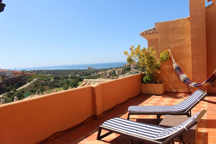 Penthouse with Sea Views in Elviria, Marbella