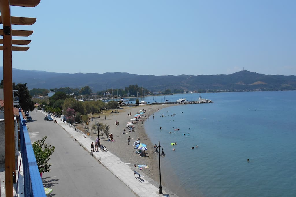 View of the Oreoi beach from the terrace